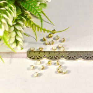 Пуговицы Декор Жемчужина белая полупрозрачная на золоте 4мм